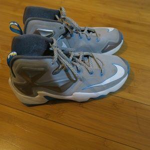 Nike Lebron 13 Hologram GS 5Y Basketball Shoes